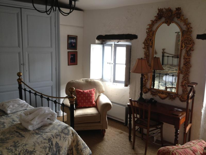 Romantic Studio with Roof Terrace close to cafes - Image 1 - Limoux - rentals