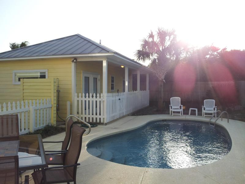Enjoy the sunset at the pool house and the private pool - Sea La Vie (5 min Walk to Beach in Destin FL) - Destin - rentals