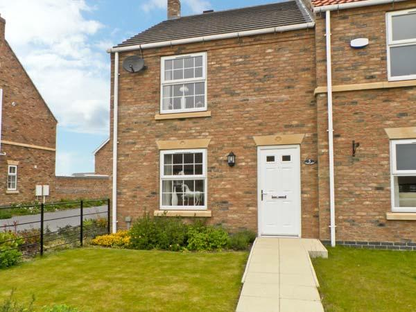 5 FARM ROW family friendly cottage, near to coast in Beeford Ref 7963 - Image 1 - Driffield - rentals