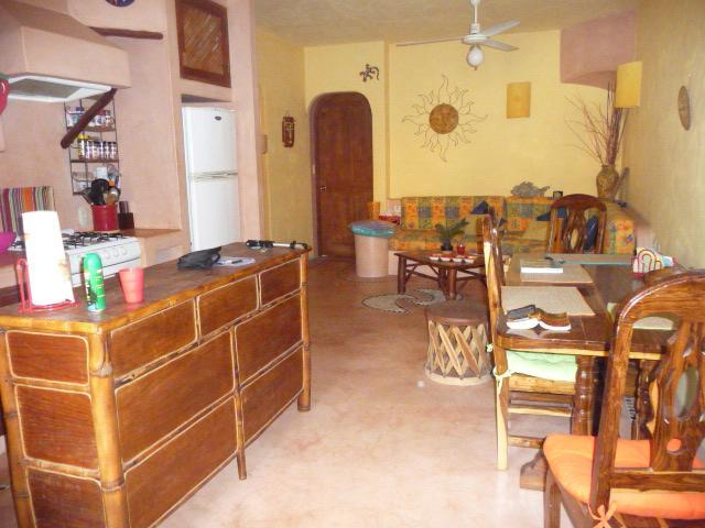 entry with kitchen, dining and salon - Casa Pura Vida 2 bedroom apartment in Zihuatanejo - Zihuatanejo - rentals