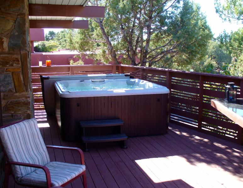 New jacuzzi winter 2013, lounger plus seats 4.  - Mountain View Luxury MCM Home Near Uptown Sedona - Sedona - rentals