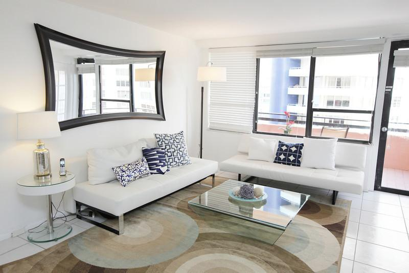 Living room with two sofa sleepers - Beautifully remodeled 2 bed/2 bath - Suite 1007 - Miami Beach - rentals