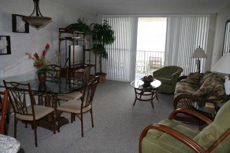 Living and Dining Area - Beach Condo Rental 405 - Cape Canaveral - rentals