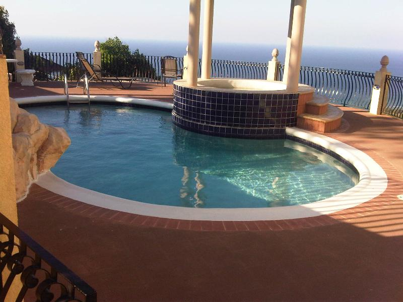 PARADISE PCV - 43557 - AMAZING VALUE | TWIN / DOUBLE | FANTASTIC SEAVIEWS & POOL - MONTEGO BAY - Image 1 - Montego Bay - rentals