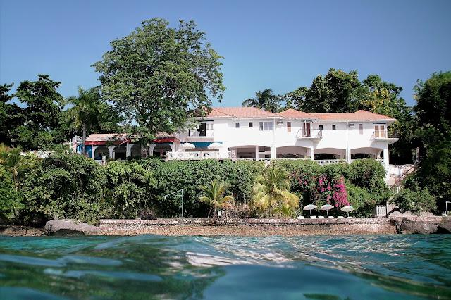 Golden Clouds at Oracabessa, Jamaica - Beachfront, Pool, 15 Minute Drive To Ochos Rios - Image 1 - Oracabessa - rentals