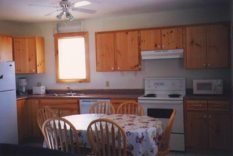 Spacious Kitchen - Cavendish PEI  Area - 2 bedroom 2 Bath Cottage (1) - Cavendish - rentals