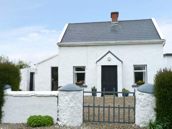 FORT MOUNTAIN HOUSE, comfortable accommodation, near to beach, in Duncormick Ref 15780 - Image 1 - Northern Ireland - rentals