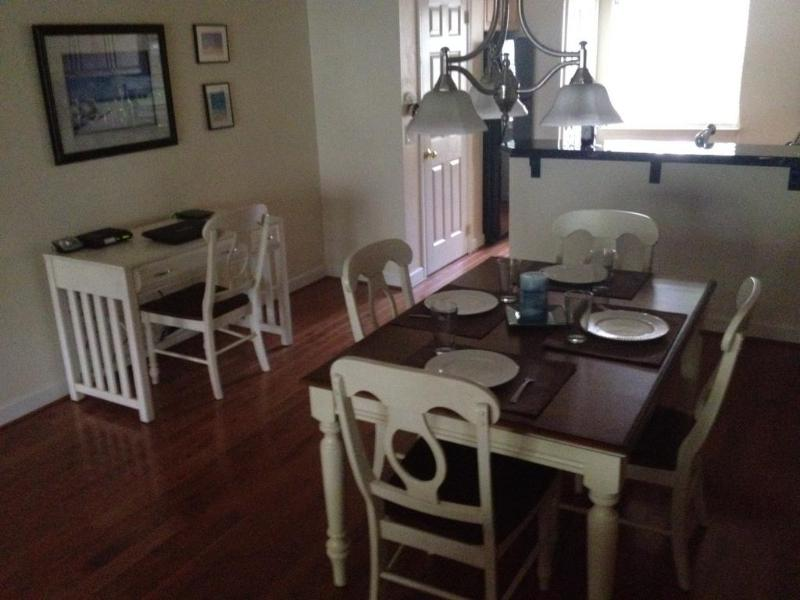 Our cozy, tastefully decorated beach villa awaits your arrival! - Beautiful 2/2 Villa , Short Walk to Beach,  WiFi, Tennis - Hilton Head - rentals