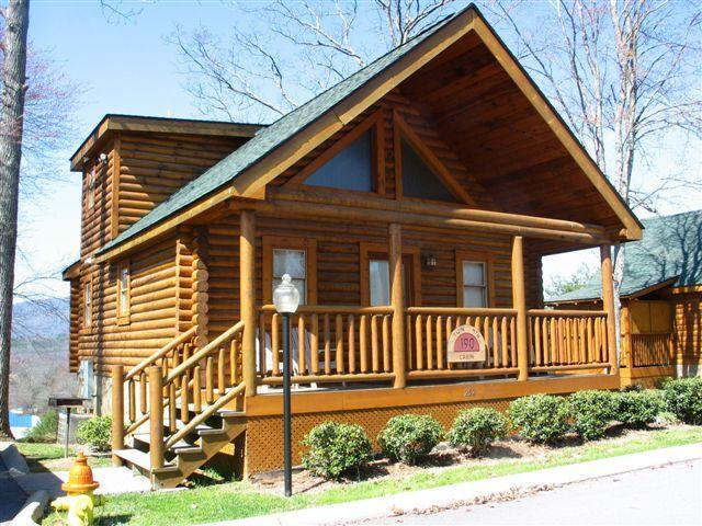 front view of cabin - log cabin 2 blocks off parkway with mountain views - Pigeon Forge - rentals