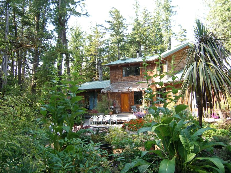 3 bedroom artisan built home, surf Cox Bay Tofino - Image 1 - Tofino - rentals