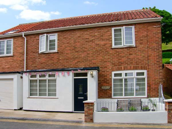 QUAYSIDE HOUSE, large family property, just yards from beach, close to castle, in Scarborough, Ref 14650 - Image 1 - Scarborough - rentals