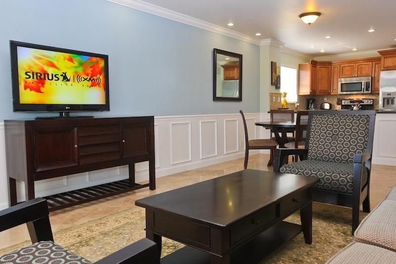HD Flat screen Tv with Satellite - Waterfront, Immaculate Designer Decorated - Freeport - rentals