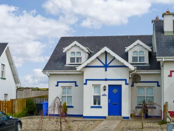 MOON SHADOW, open fire, near beach, sea views, good touring base, in Duncannon Ref 16040 - Image 1 - Duncannon, County Wexford - rentals