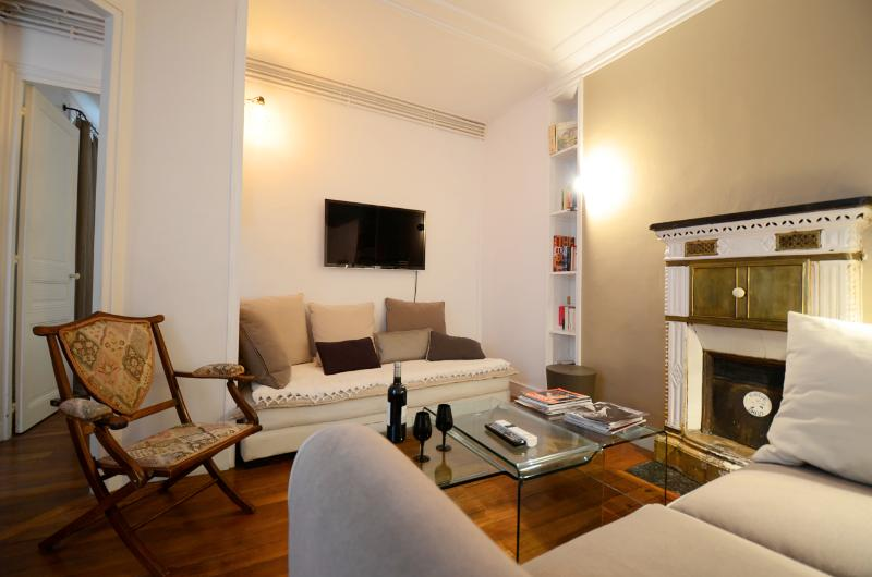 ***RUE CLER ROMANCE*** 1 Bedroom French CHIC*** - Image 1 - 7th Arrondissement Palais-Bourbon - rentals