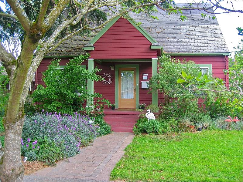 2 Bedroom Charming House-Great Irvington Location - Image 1 - Portland - rentals