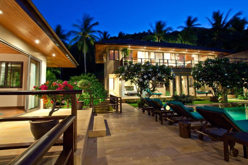 Night view towards house - Baan Ling Noi, rated among best by top journalists - Koh Samui - rentals