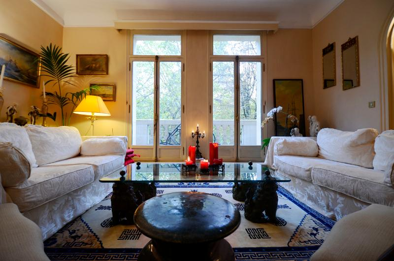 *AMAZING VIEW AND LOCATION EIFFEL TOWER* 2 BED - Image 1 - 7th Arrondissement Palais-Bourbon - rentals