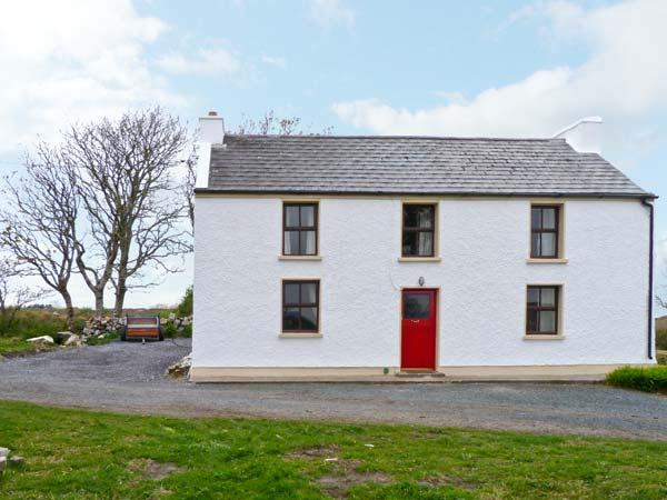 MARY KATE'S COTTAGE, three double bedrooms, multi-fuel stove, close to beach in Narin, Ref 14388 - Image 1 - Narin - rentals