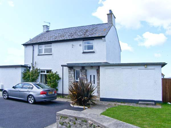 OLD POLICE STATION, detached cottage, four bedrooms, enclosed garden, walking distance to beach, in Rhosneigr, Ref 16365 - Image 1 - Rhosneigr - rentals