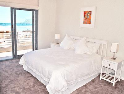 Whale Watchers 2 Bed Beach Apt at Muizenberg Beach - Image 1 - Muizenberg - rentals