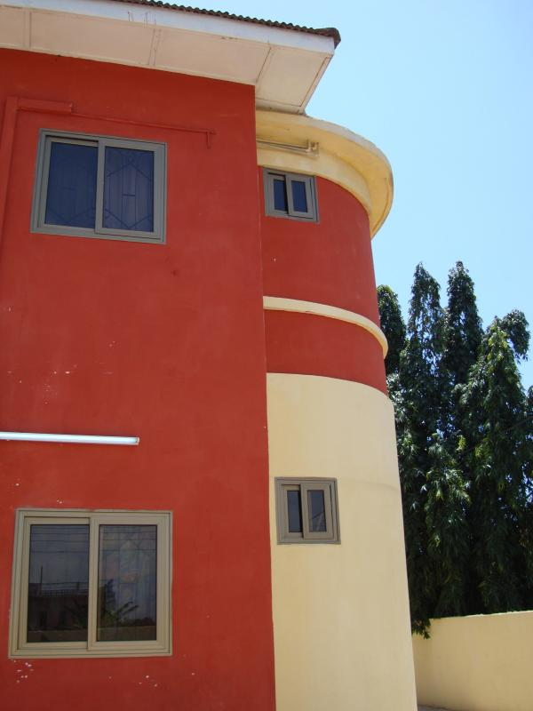 The Frontage of Osu Kuku Hill Apt Building - T.N. Home Lodge 2-BRM City Holiday Apt-Ground Floor - Accra - rentals