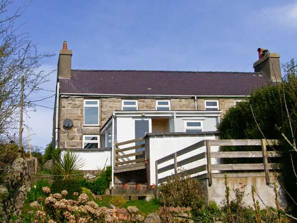 BRON HAUL pet friendly, close to beaches in Brynteg Ref 14947 - Image 1 - Brynteg - rentals