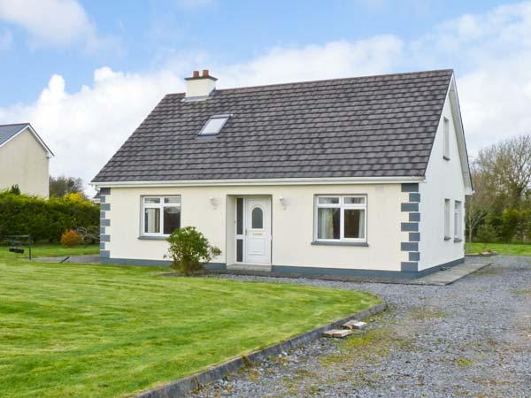 CAHER HOUSE pet friendly, detached bungalow in Ballinrobe Ref 15013 - Image 1 - Northern Ireland - rentals