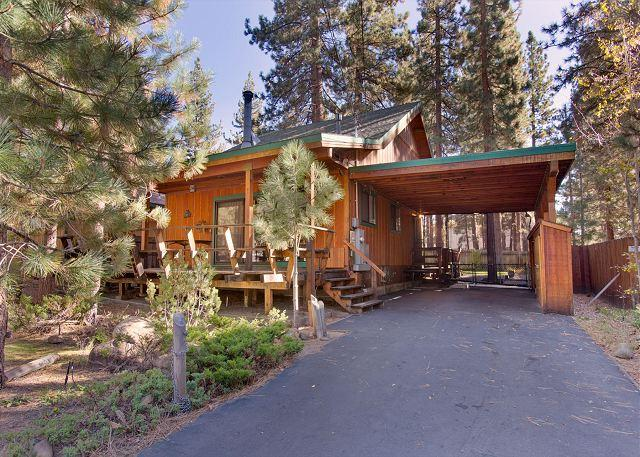 Exterior view - Darling updated cabin in the heart of everything! Now with a hot tub! - South Lake Tahoe - rentals