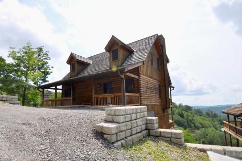 Flatlander's Retreat ~ Exterior - Flatlanders' Retreat - Asheville - rentals