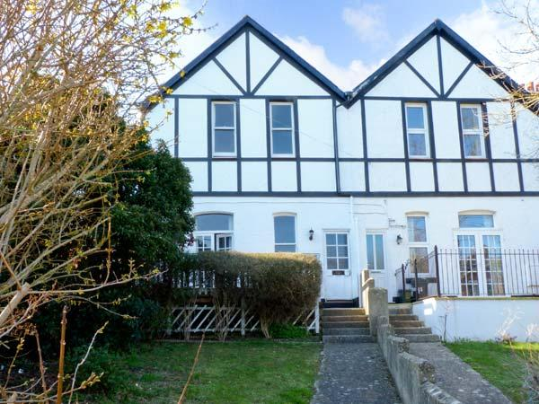 THE MALTINGS, charming accommodation near sea, garden, ideal touring base for island, in Freshwater Bay Ref 14477 - Image 1 - Freshwater - rentals