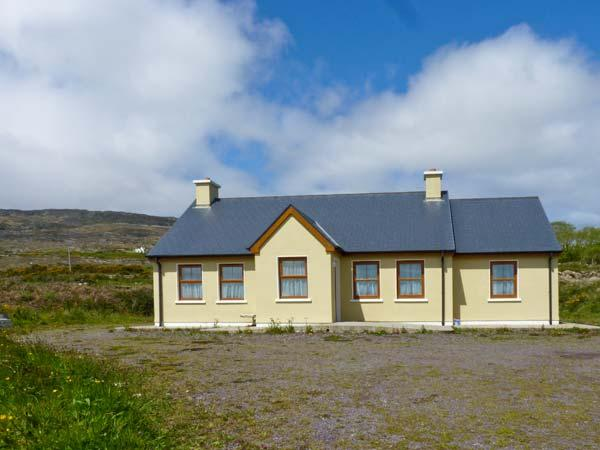 CAISE GEAL family friendly, all ground floor, close to beach in Kilcrohane, County Cork Ref 15476 - Image 1 - Kilcrohane - rentals