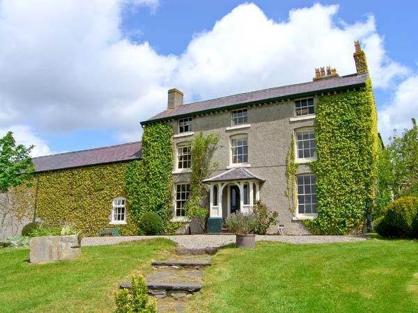GREAT ALDER HOUSE, 18th century, stone built property, four bedrooms, garden, rural location, in Llangynhafal, Ref 16443 - Image 1 - Llangynhafal - rentals