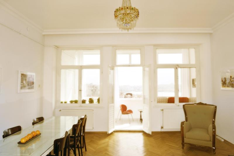 Living room with dining table - Living Istanbul - 2 br condo with Golden Horn view - Istanbul - rentals