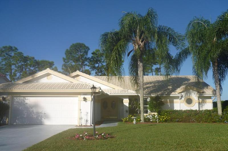 Exquisite West Facing Villa With Pool & Golf/lakes - Image 1 - Naples - rentals