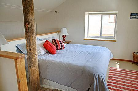 Loft Bedroom - The Beetch House Retreat Cabin - Crestone - rentals