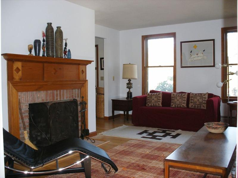 The living room has comfortable seating for all. - COSEAS 107085 - Eastham - rentals