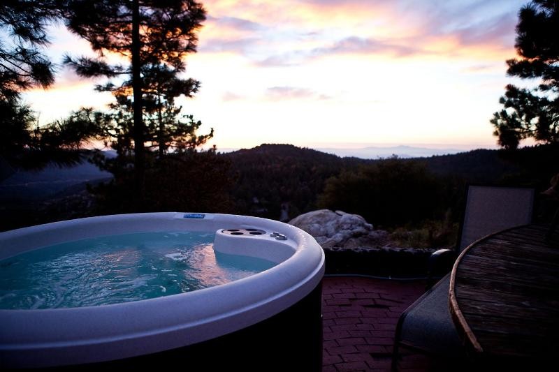 Hot Tub with Amazing Views - The Dome-Idyllwild's Flagship Vacation Experience - Idyllwild - rentals