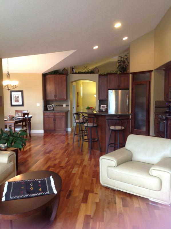 upper living room and Kitchen - Valley view home- perfect  to enjoy ski/shop/play! - Vernon - rentals