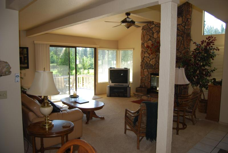 515 PLUMAS PINES GOLF RESORT FAIRWAY VILLA 4BDRM - Image 1 - Blairsden - rentals