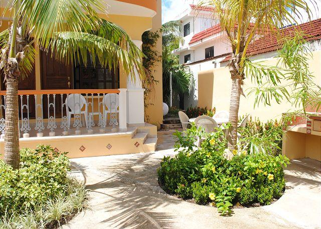 CJ1 entrance - Comfortable 1 bdrm, LR w sofa bed, well equipped kitchen in 3 unit property - Puerto Morelos - rentals