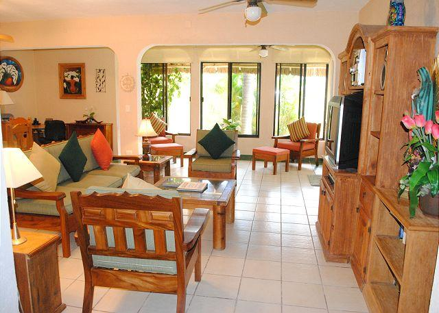 The Villa, spacious great room. - 2 MINUTE WALK TO THE BEACH, ROOF TOP OCEAN VIEWS, POOL+HOT TUB, FREE BIKES. - Puerto Morelos - rentals
