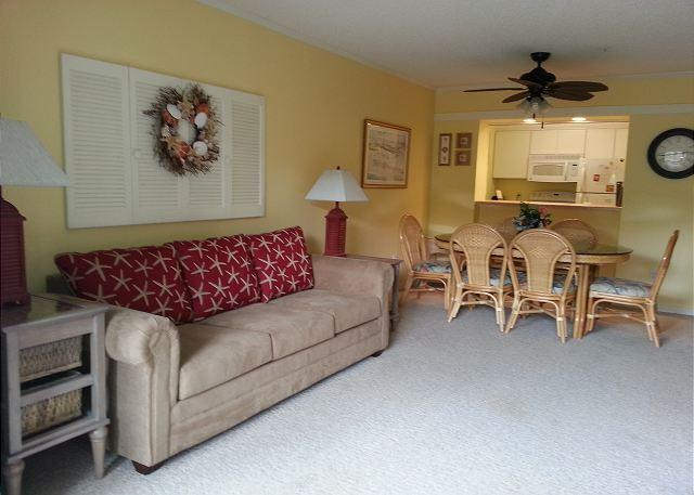 Living Room - Get away to this light and airy 2 bedroom, 2 bathroom condo! - Myrtle Beach - rentals