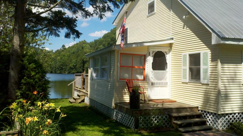 Step right into the water - Lakeside Cottage 3 BR Great for Kids & Fishing - Cambridge - rentals