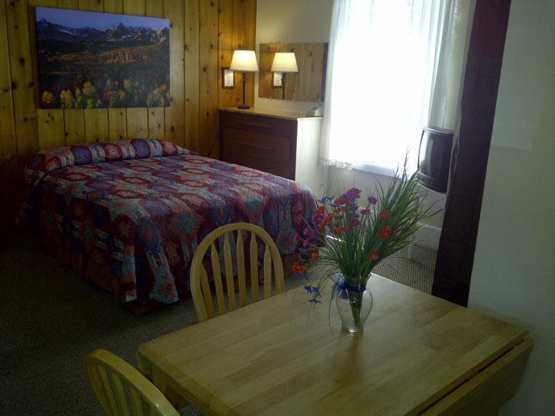 Interior - Wildwood - Summer Weekly/Monthly Rentals - Gunnison - rentals