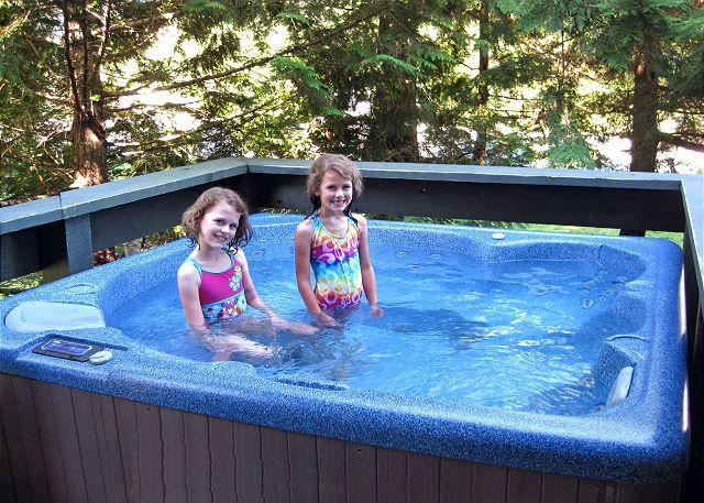 Private hot tub - 2 bdm, 2 bath, private hot tub, ski home, close to lifts, washer dryer, - Whistler - rentals