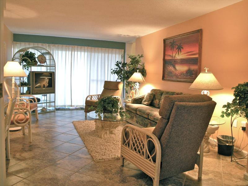 Seaspray #209B - Pet Friendly - No Smoking - 1 Br - Image 1 - Fort Walton Beach - rentals