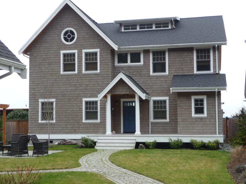 Lovely Cape Cod Style Beach Home on Mutiny Bay - Image 1 - Freeland - rentals