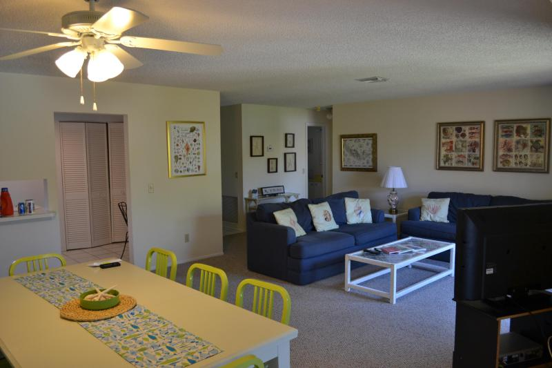 Large Comfortable Living Room / Dining Room - Great 2/2 Sanibel Condo, Nice Pool, Private Beach - Sanibel Island - rentals