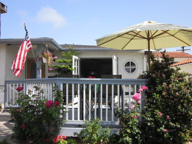 Deck, entry to living room - Hip Beach House: Great Summer Getaway!! - San Clemente - rentals