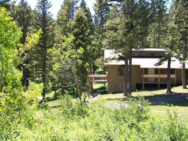 Looking south at the Blackmore Mtn. guesthouse - Large Mountain Home by Gallatin National Forest - Bozeman - rentals